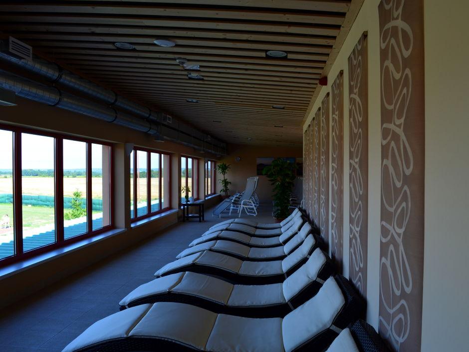 ruheraum-liegestuhl-wellness-jufa-vulkan-thermen-resort-940x705